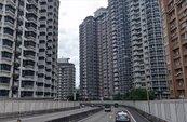 下交流道驚見超密集房屋 網笑:一秒到香港