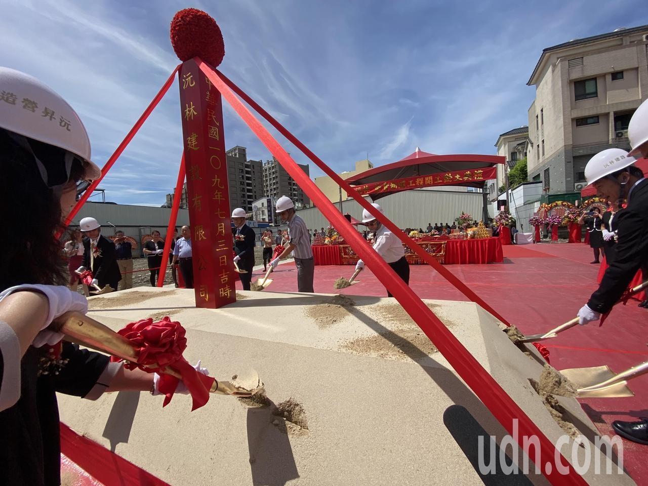 「沅林築青」大樓住宅案昨天動工,傳出銷售6成,將成為大里住宅新地標。記者趙容萱/攝影