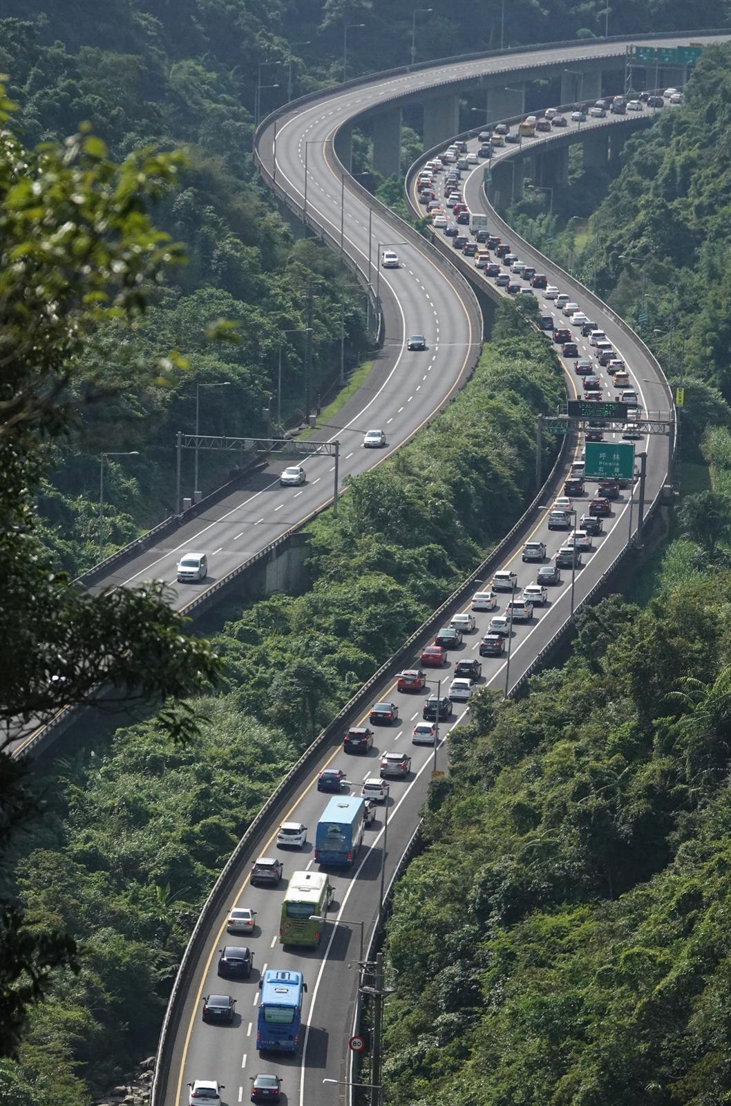 端午連假首日,國道5號連續塞車32小時,創下最長壅塞時段紀錄,引發民怨。記者潘俊宏/攝影