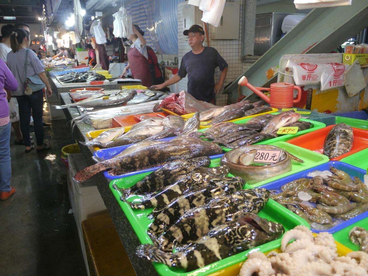 農委會的農遊券抵用商家分成10大類,漁產品包含田媽媽、百大與在地青農、農漁特產品展售中心、魚貨直銷中心或觀光魚市業者。記者徐白櫻/攝影