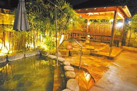 在礁溪老爺酒店及知本老爺酒店都可享受風呂、溫泉,圖為知本老爺酒店的星月風呂。(何書青攝)
