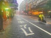 台東熱爆40度 雙北豪雨似颱