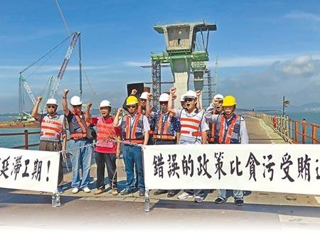 金門大橋新建工程一波三折,昨又爆發新、舊承包商之間的機具設備使用爭議。(李金生攝)