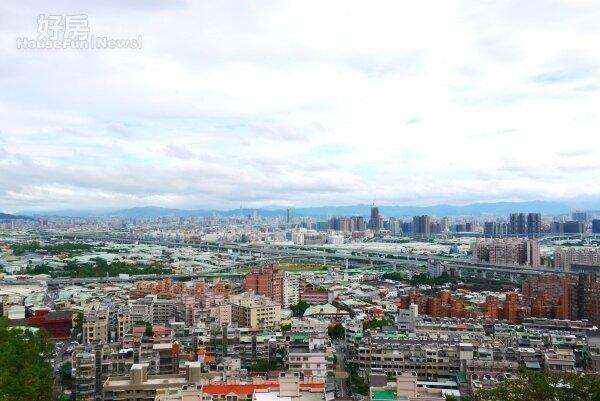 水碓觀景公園天氣好的時候可遠望整個大台北盆地。圖/好房網News記者李宗隆 /攝影