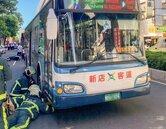 違停賓士害騎士摔車遭公車輾死?公車司機遭移送法辦
