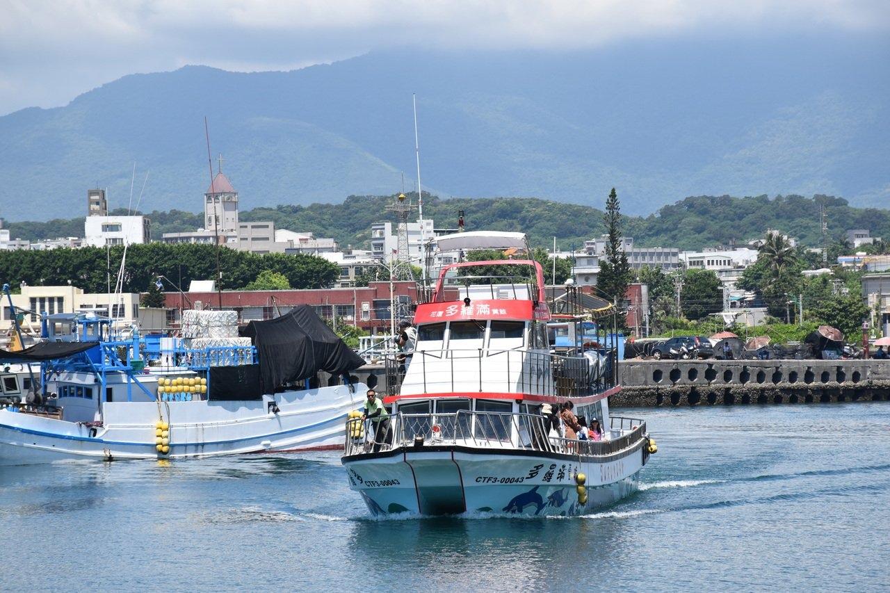 由於颱風哈格比即將來襲,賞鯨船都取消航班。圖/聯合報系資料照