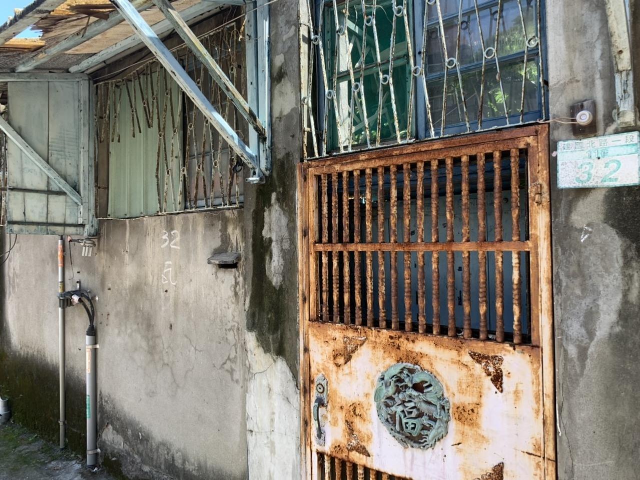 鐵路局機務段員工連棟宿舍爭議最大的19戶,文資委員不同意廢止登入歷史建築。記者趙宥寧/攝影