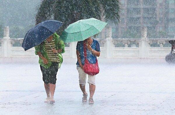 受到鋒面影響,易有短時強降雨,今天南投縣有局部大雨或豪雨發生的機率。本報資料照片