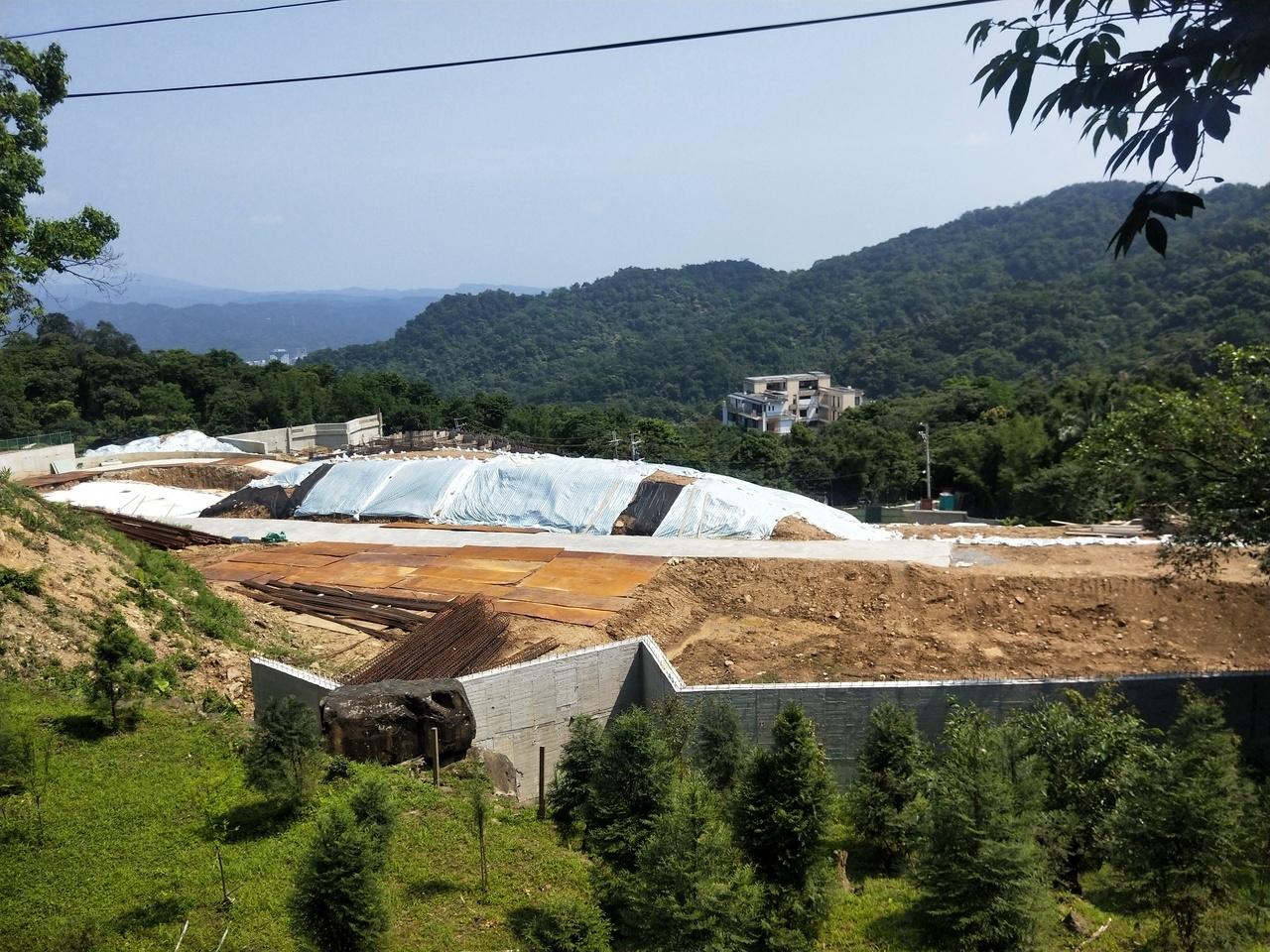 500多學人自力蓋屋波折多,築夢30年集村農舍終於動工。記者游明煌/攝影