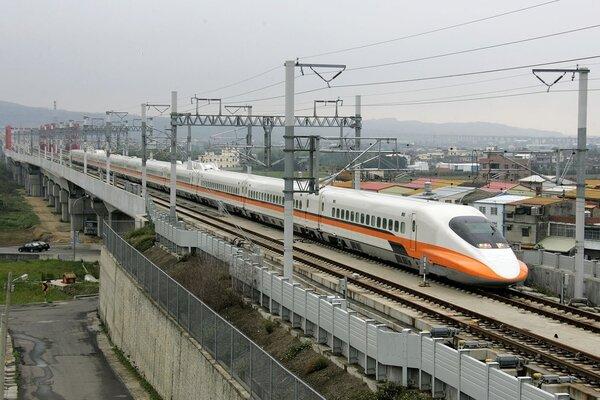 為迎接歡樂暑假即將到來,台灣高鐵公司特別為學生族群規劃多樣化的專屬優惠。圖/台灣高鐵公司提供