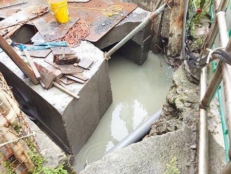 汐止北峰抽水站設備老舊,市府斥資900萬擴建滯洪池,預計6月底完工,屆時將大幅改善社後地區淹水問題。(張睿廷攝)