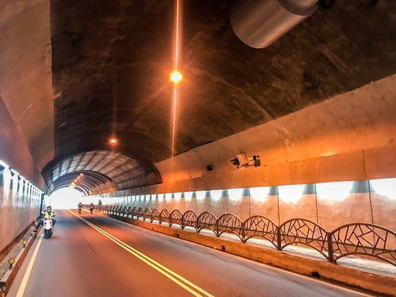 自強隧道至12月8日,進行照明設備換裝作業。