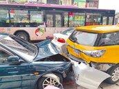 83歲翁無照 暴衝撞5車1死4傷
