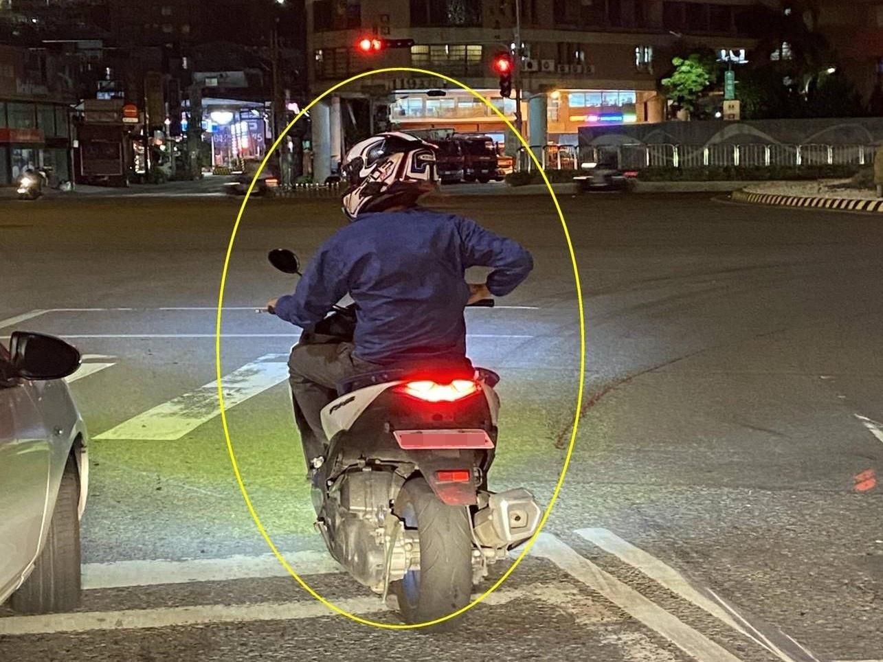 調高車牌懸掛角度最高可罰8100元。圖/新北市交通事件裁決處提供