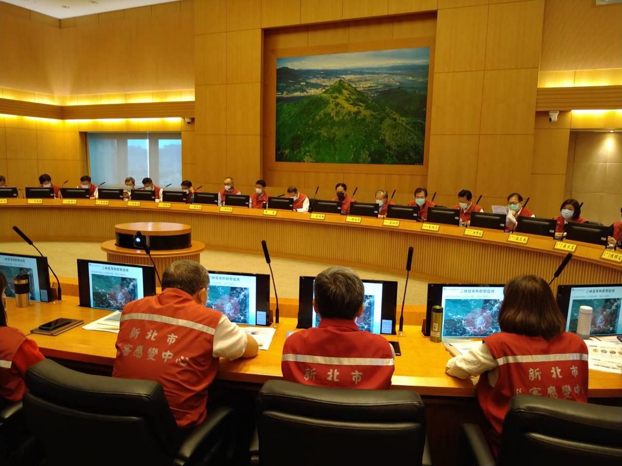 新北市府昨舉行市政會議。記者吳亮賢/攝影