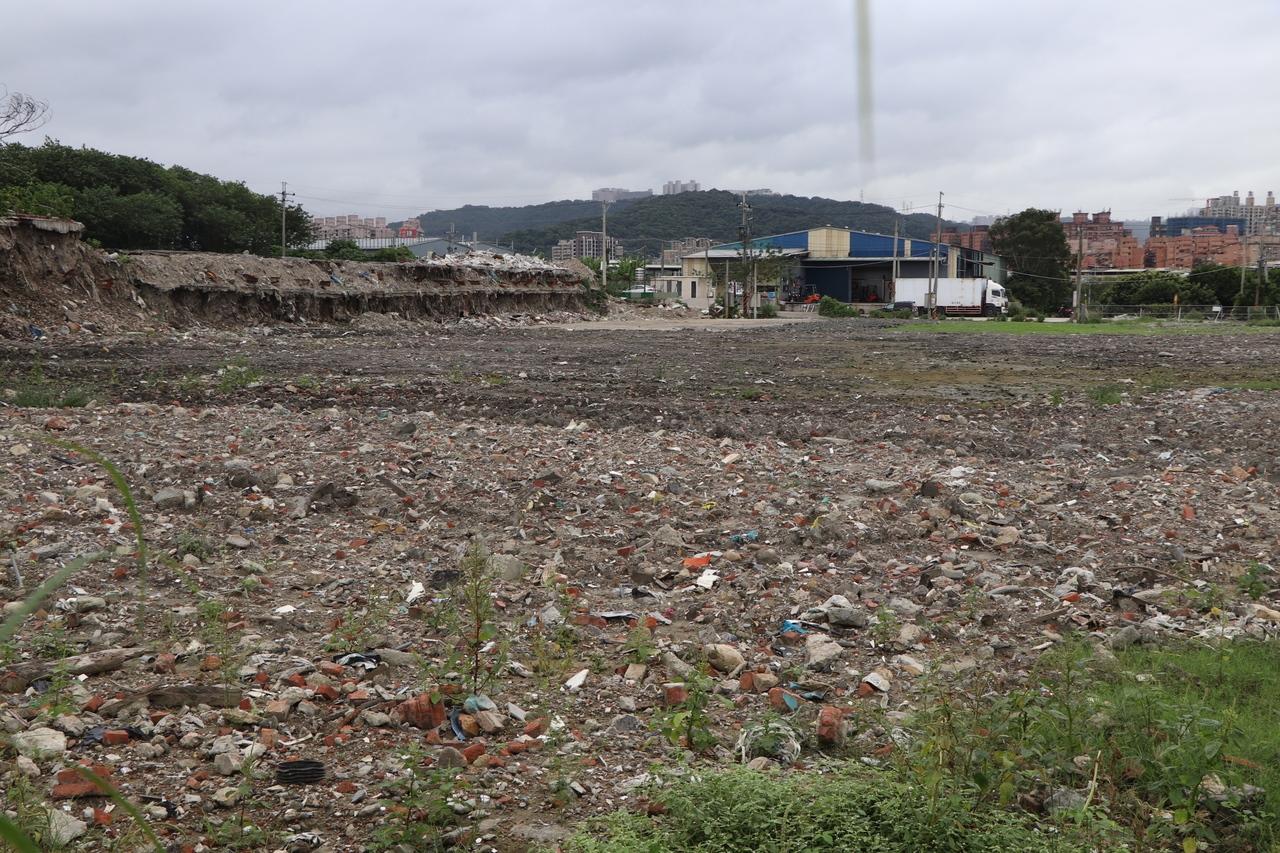 五股垃圾山已完成全數違建拆除。記者吳亮賢/攝影