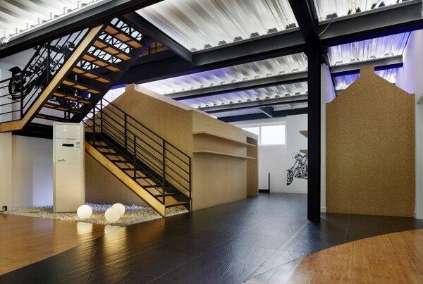 何大為協助北京BMW摩托車俱樂部與展間,進行整體建築與室內設計、規劃。圖/何大為提供