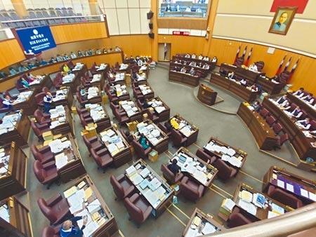 桃園市議會預計下周進行桃園市政府總預算二、三讀,國民黨團發出甲級動員,要求議員一定要到場。(賴佑維攝)
