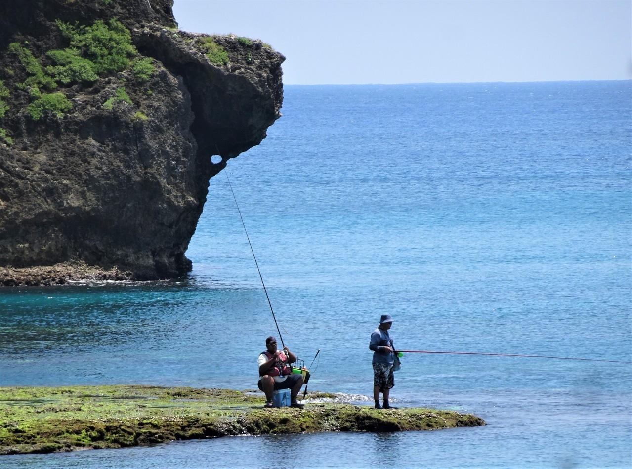 墾管處檢討海域一般管制區垂釣許可管理要點,預定明年元旦起大幅開放一般管制區垂釣,新增釣魚證及酌量收取規費配套措施。 記者潘欣中/攝影