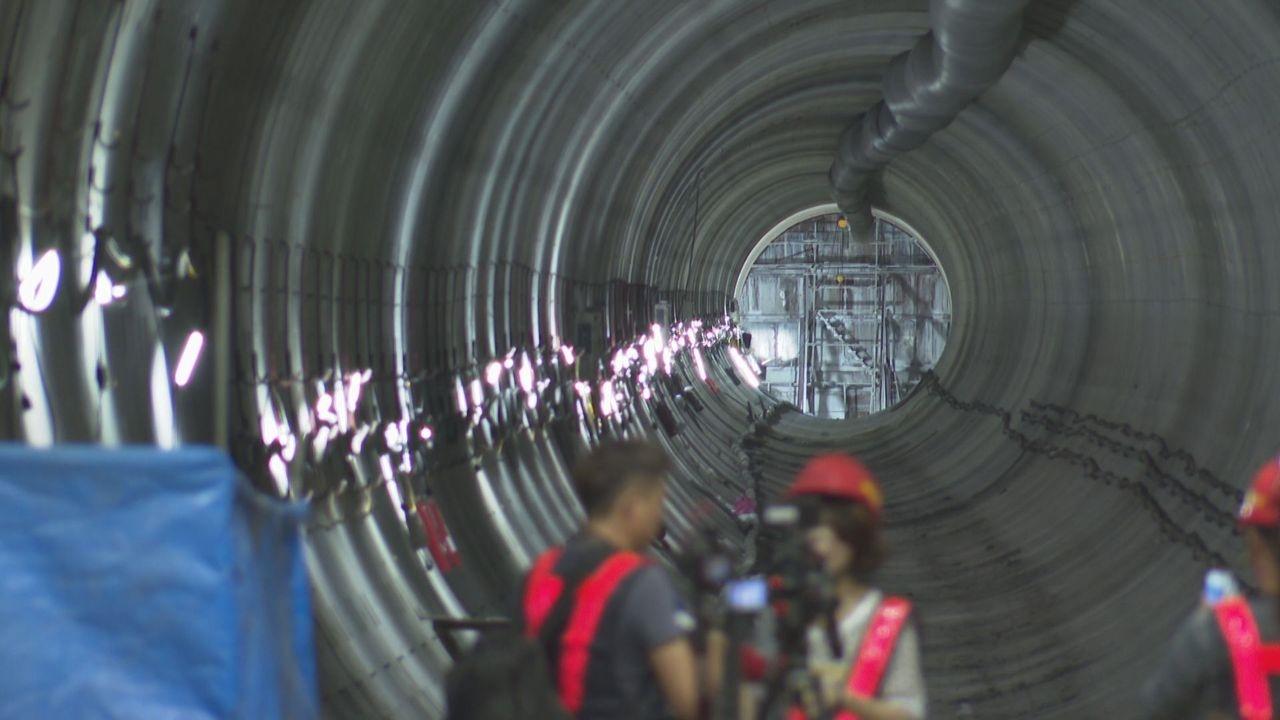 捷運萬大線第一期將於2025年完工,但先前在植物園站站體上方挖出遺跡,耗費不少時間與人力,如今開挖後完成的潛盾隧道也搶先曝光。記者陳煜彬攝影