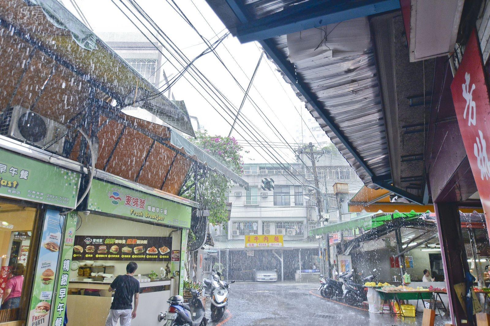 梅雨,對流雨,鋒面雨,雨天情境,豪雨。(好房news記者 陳韋帆/攝影)