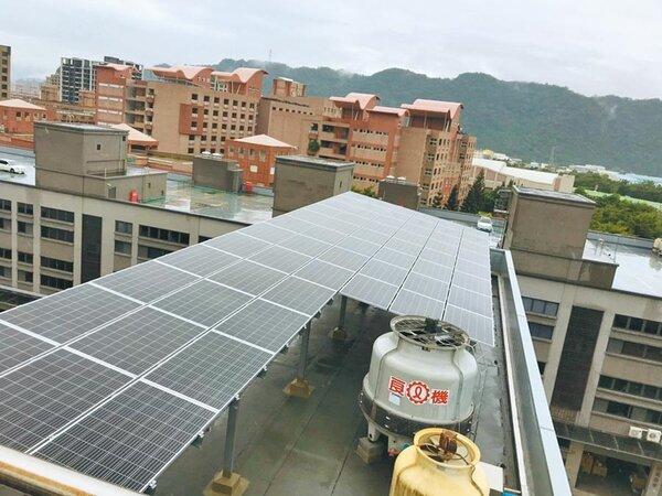 新北市推動綠能屋頂全民參與計畫,今年參加案件更踴躍,希望能夠賺外快。圖/新北市經發局提供