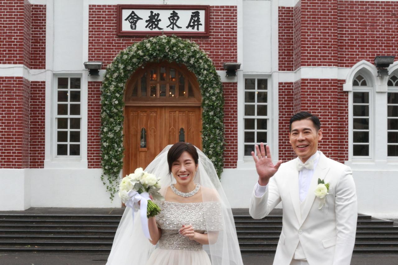 知名舞蹈藝術家、藝人KIMIKO(左)和台北市立大學運動藝術學系教授兼系主任王家玄(右)今天到台灣基督長老教會屏東教會舉辦婚禮。記者陳弘逸/攝影