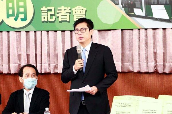 陳其邁宣布輕軌復工,預計2023年底全線通車。圖/高雄市政府新聞局提供
