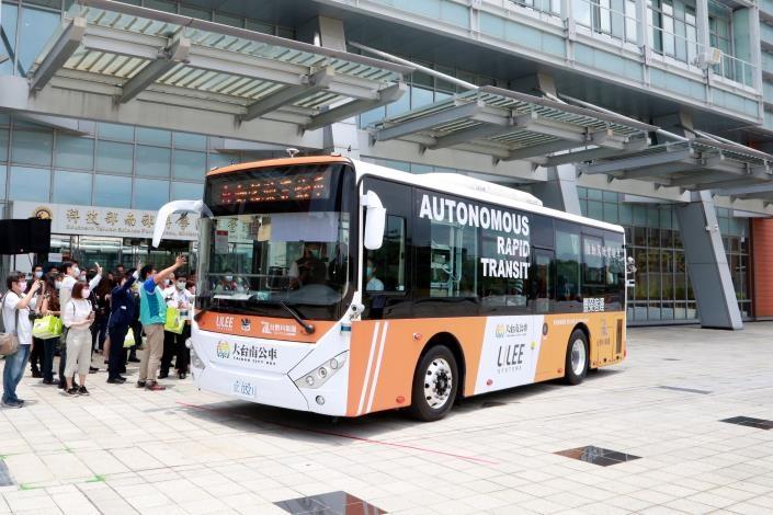 南市自駕公車啟動上路。圖/台南市政府提供