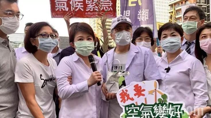 台中市長盧秀燕(左三)參加中部反空汙大遊行。圖/聯合報系資料照片