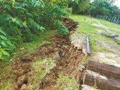 土石鬆動 縣府復建龍騰斷橋邊坡