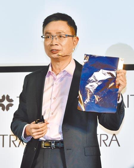 外貿協會14日舉辦2021年度記者會,外貿協會董事長黃志芳表示,電動車與自駕車的推動將會是貿協的重點,特別舉例台灣的長春化工所製造的銅箔成為不少科技大廠所需。(顏謙隆攝)