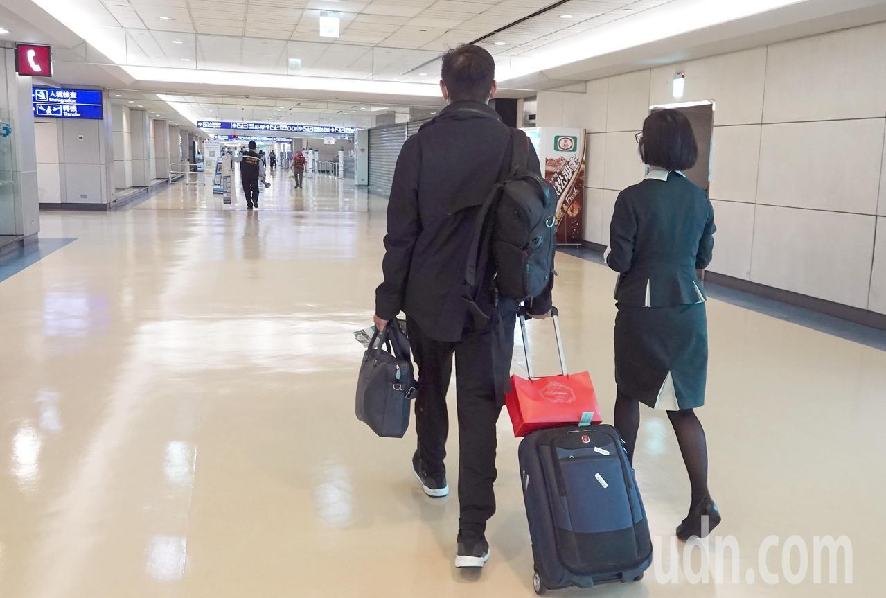 中央流行疫情指揮中心對桃園機場旅客過境轉機的禁令從1日零時起解封,首日僅有4名旅客從亞洲航點過境轉機到北美。圖/聯合資料照