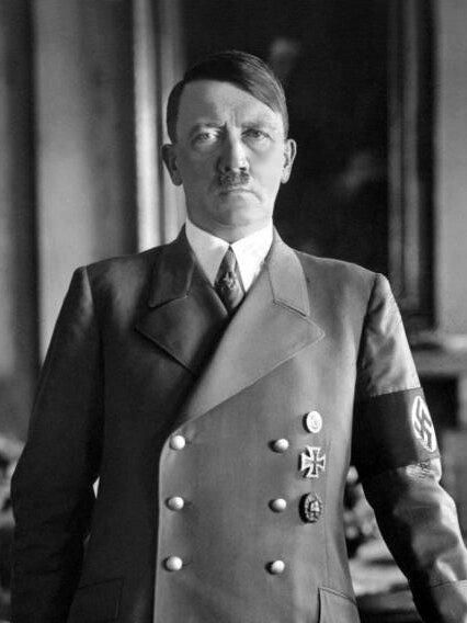 德國前總理希特勒(Adolf Hitler)生前所坐過的馬桶成交價格竟要1.3萬英鎊(約新台幣53萬元)。圖/維基百科