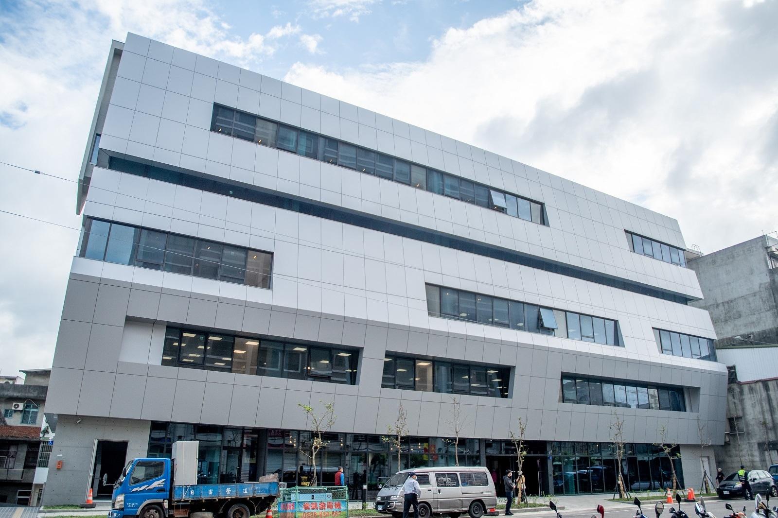 桃園勞工教育大樓落成,為勞工提供更友善舒適的活動空間。圖/桃園市政府提供