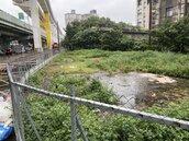 環狀線軌道旁精華地段荒廢 新北想綠美化台鐵說不行