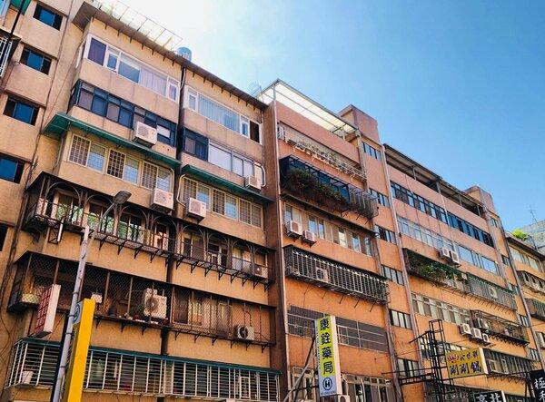 有網友看上一間老公寓想要開價,卻發現屋主入手時間僅不到3個月。示意圖/好房網News記者唐主桂攝
