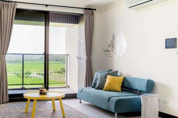 桃園市社會住宅附有冷氣、家具,租金不超過1萬6千元。圖/桃園市政府提供