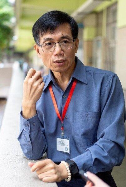 現任職葫蘆國小、曾擔任多所國小校長的蔡新淵,認為葫蘆國小有著獨特的校風。(攝/郭振浩)