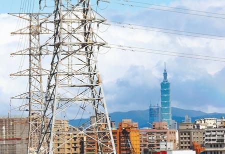 將參與台電開放民營電力競標,中佳電力周五(14日)將在龍井召開環評說明會爭取地方支持。圖為台北市區內的高壓電塔。(中時資料照片)