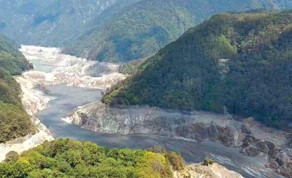 德基水庫23日蓄水量僅剩1.21%,水位下探至1322.25公尺。(民眾提供/陳淑娥台中傳真)