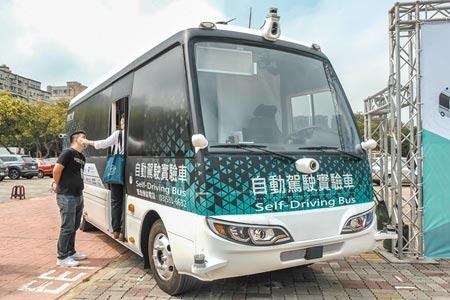 新竹高鐵自駕巴士原定15日起進入日間測試,因疫情讓竹北市道路車流量減少6成,決定延後辦理。(羅浚濱攝)