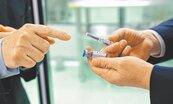 高端疫苗衝進度 申請EUA、與東洋簽代工