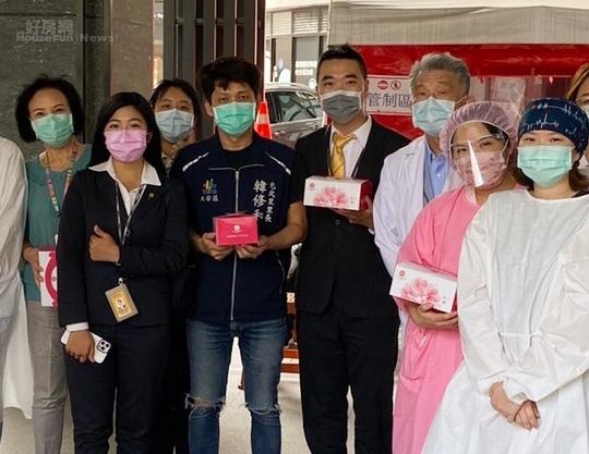 永慶房屋仁愛圓環店準備50個西式餐盒,為醫護人員加油打氣,受到中心診所醫院熱烈接待。圖/永慶房屋提供