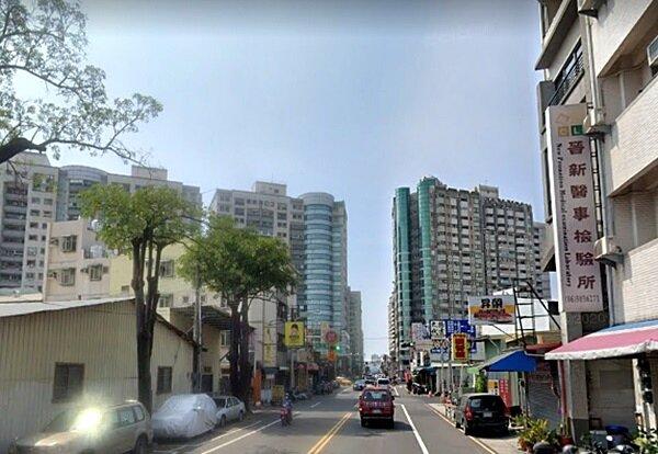 台南各行政區中,平均授信額度最低的2條路段在永康區中華二路、國華街,中古大樓多單坪價格1字頭就可入手。圖/google map