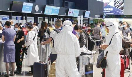 圖為桃園機場出境旅客辦理登機手續。圖∕本報資料照片