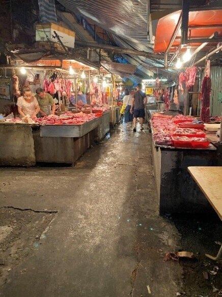 建國黃昏市場攤販一隅。圖/記者陳育悅攝影