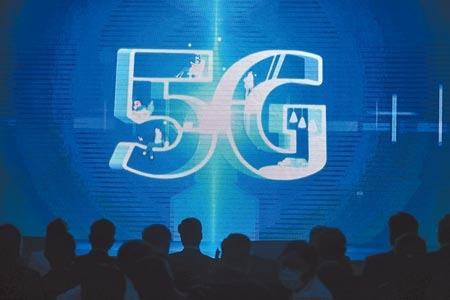 遠傳、台灣大哥大、台灣之星在三級警戒期間,悄悄更動5G資費表,取消免費市話,打市話每分鐘要價6元,是市話打市話的10倍,僅中華電信尚未調整免費市話政策。圖/中時資料照片