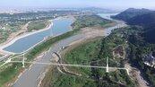 大漢溪跨河吊橋主塔吊裝 預計明年9月完工