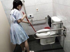 學生掃廁所 家長:不該一市兩制